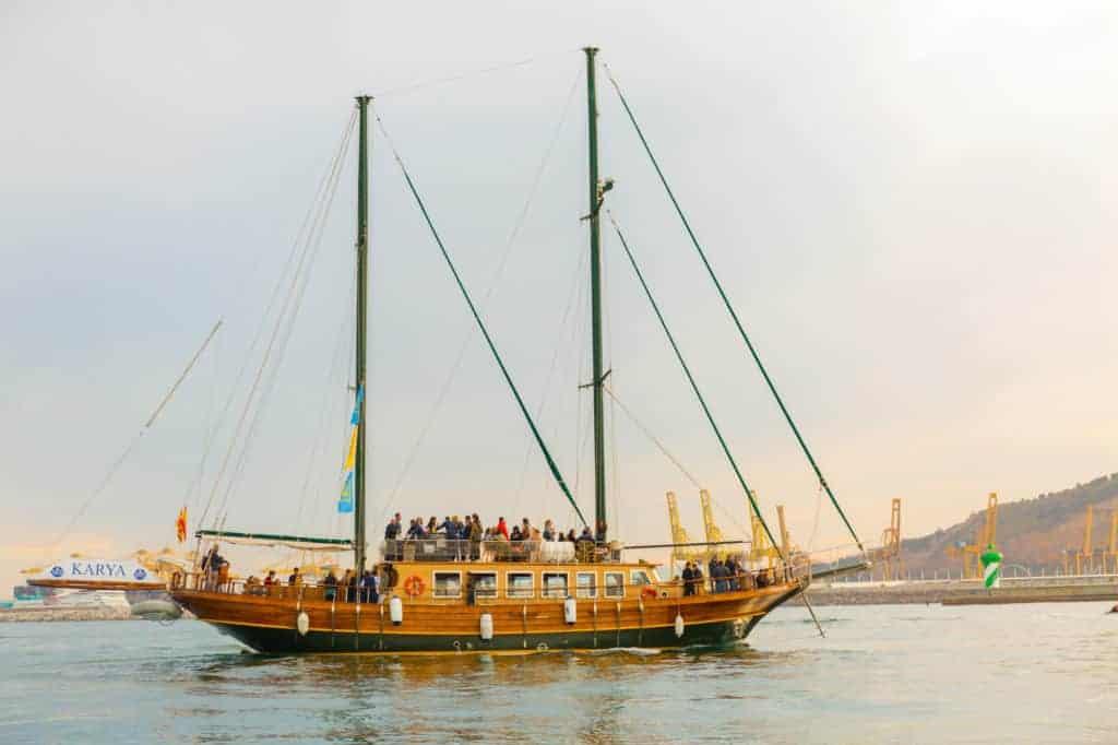 La visite en bateau en bois