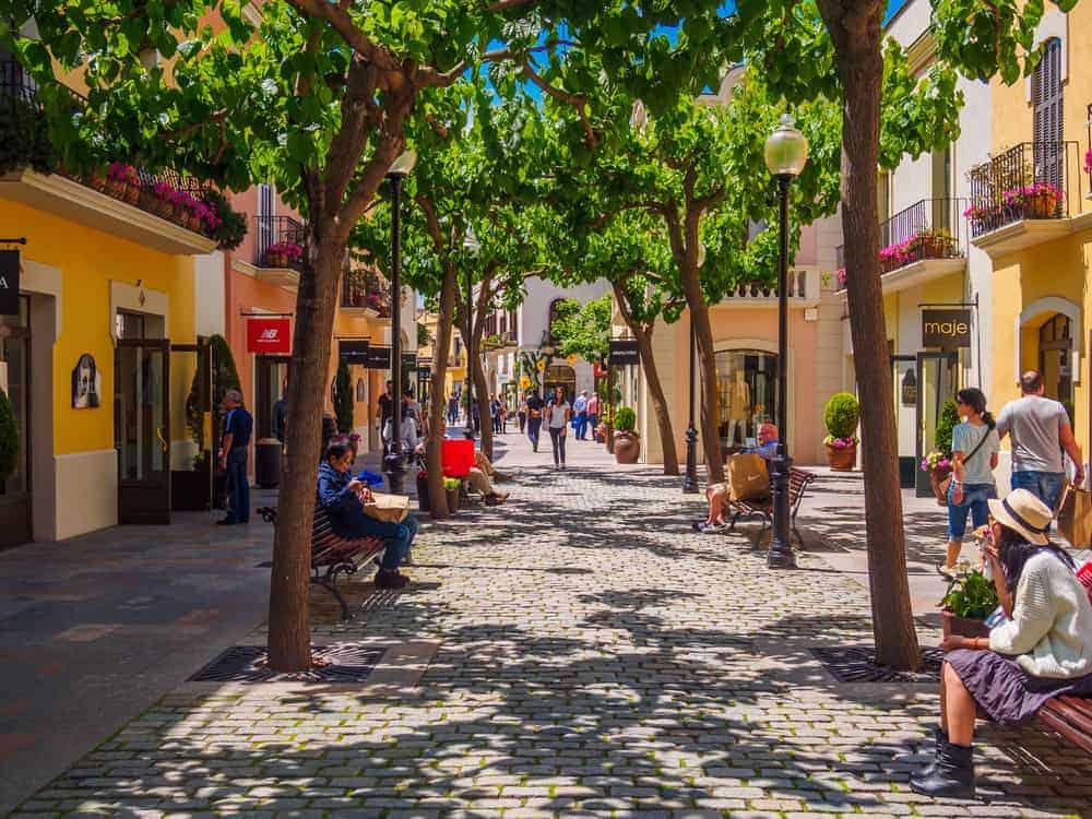 Outlet Shopping La Roca Village 2 1