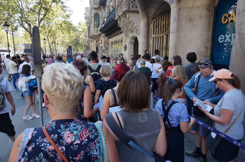 People Waiting To Get Inside The Casa Batllo