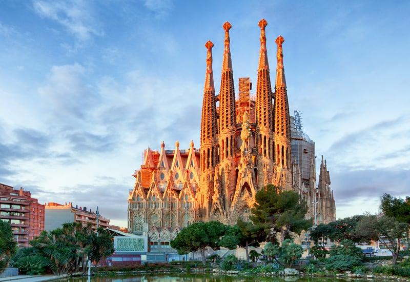 La Majestuosa La Sagrada Familia De Barcelona